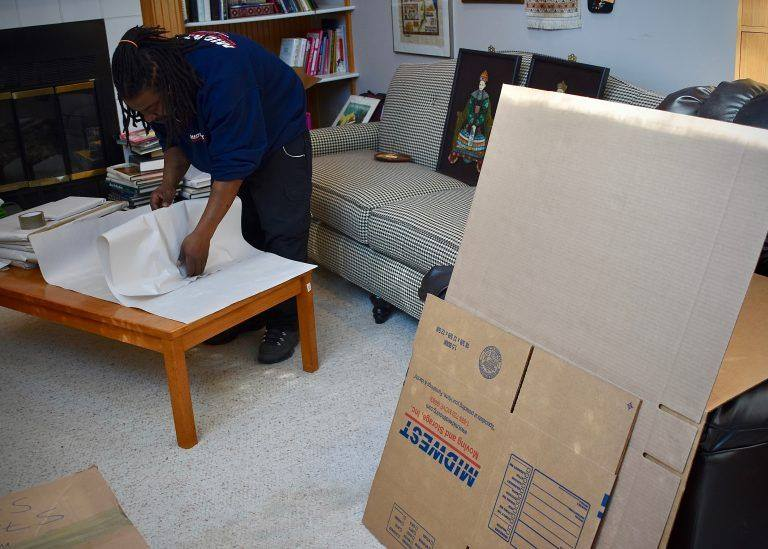 Gentleman-Packing-Items-in-home-Mid-West-Moving-&-Storage